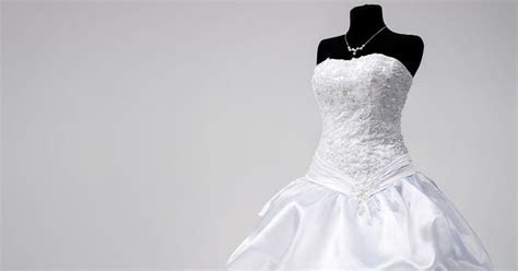 How Do They (The Professionals) Preserve a Wedding Dress?
