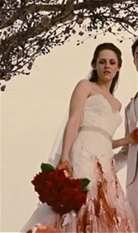 Do you prefer Bella's dream wedding dress or a Bella's
