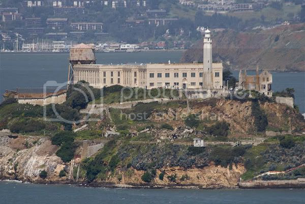 http://i667.photobucket.com/albums/vv35/Ryoaditya/alcatraz-prison-picture.jpg