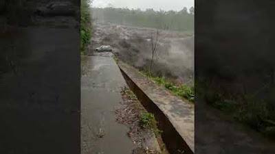 Detik-detik mobil minibus hanyut terseret saat banjir lahar dingin Gunung Semeru