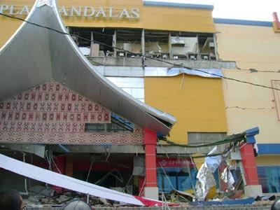 Tentang Gempa Padang
