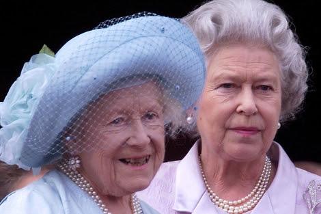 La Reina Madre, con su hija Isabel II.   Ian WaldieWPA pool