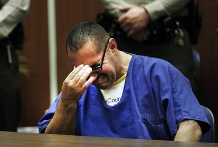 Luis Vargas chora ao ouvir que é inocente