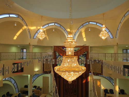 synagogue_decorated_for_independence_day