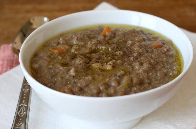 zuppa di lenticchie, castagne e timo