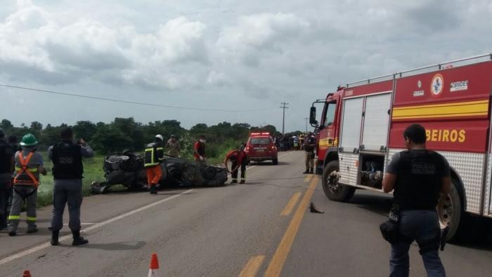 TRISTEZA: Veículo colide em poste, pega fogo e os quatro ocupantes morrem carbonizados na BR-316.
