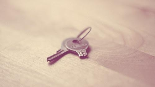 broken dreams, broken heart, broken relationship, broken key