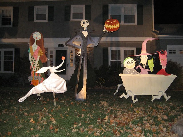 The Nightmare Before Christmas lawn decorations '07 - Nigh… | Flickr ...