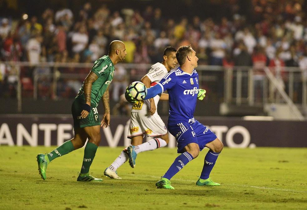 Prass falhou nos dois gols do São Paulo (Foto: Marcos Ribolli)