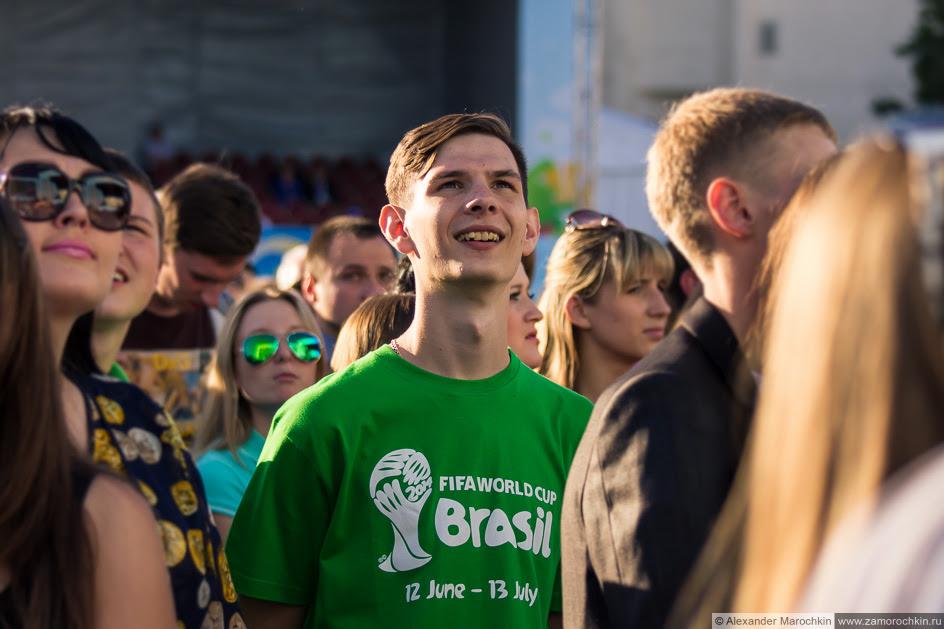 Зрители на фестивале болельщиков FIFA Fan Fest в Саранске