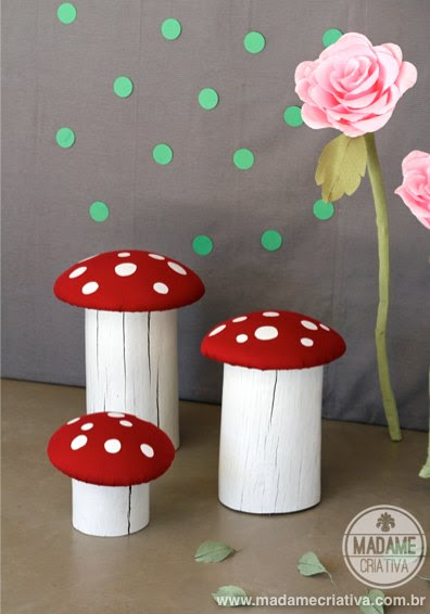 Cutest DIY seats ever!!! I love red mushrooms and everything that reminds me Super Mario Bros! See how to make it. Easy photo tutorial - Banco Cogumelo Super Mario Bros - Faça você mesmo #mushroom #seat #woodseat