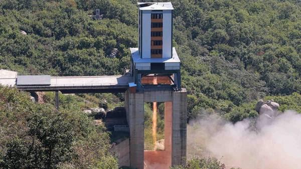 Corea del Norte prueba su poderoso motor para cohetes espaciales. / AFP