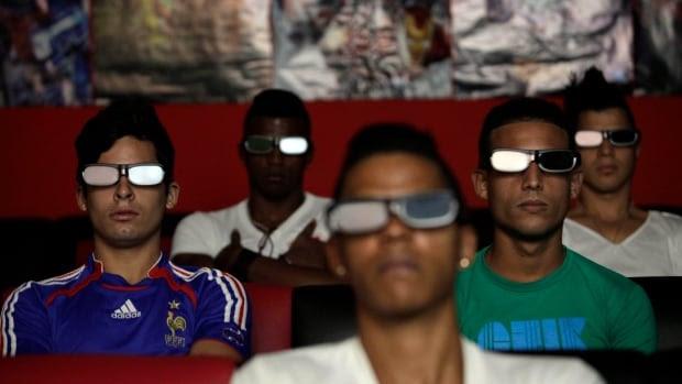 Κούβας επιχειρηματίες έχουν ανοίξει αθόρυβα δεκάδες παρασκηνιακές σαλόνια βίντεο κατά το τελευταίο έτος, πολλοί δείχνουν 3D ταινίες.