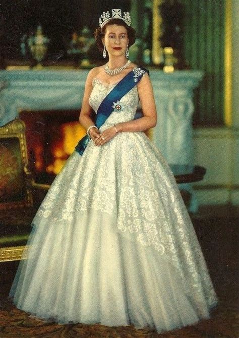 Best 25  Elizabeth ii ideas on Pinterest   Queen elizabeth