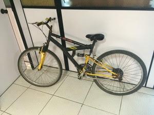 Bicicleta foi encontrada próxima do local do rapto (Foto: Josmar Leite/RBS TV)