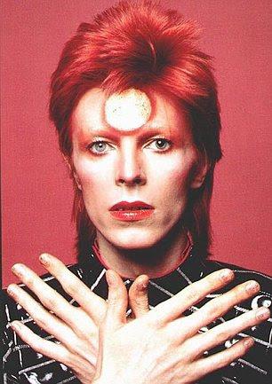 Inspiração: David Bowie vestido como seu alter-ego Ziggy Stardust