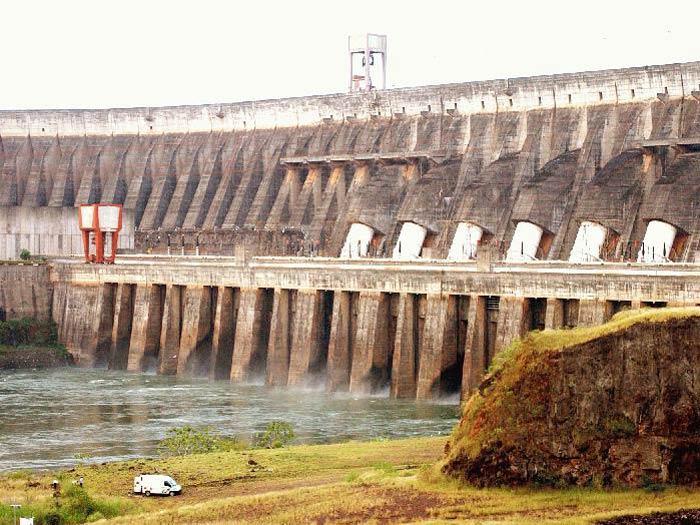 A Usina Hidrelétrica de Itaipu tem 14 mil megawatts de potência instalada e atende a cerca de 19% da energia consumida no Brasil (imagem de arquivo)