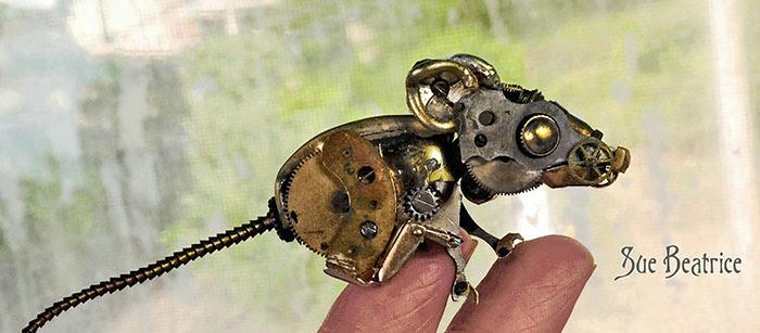 esculturas-steampunk-piezas-relojes-recicladas-susan-beatrice (6)
