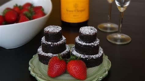 Mini Brownie Wedding Cakes   CakeCentral.com