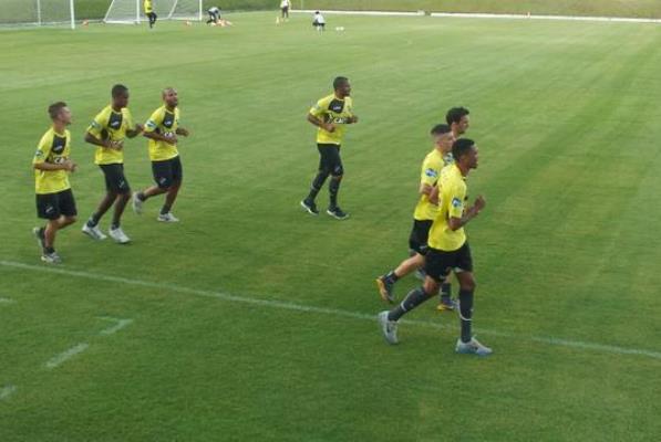 Jogadores do ABC realizaram um treinamento leve na tarde desta quinta-feira (11) no Frasqueirão