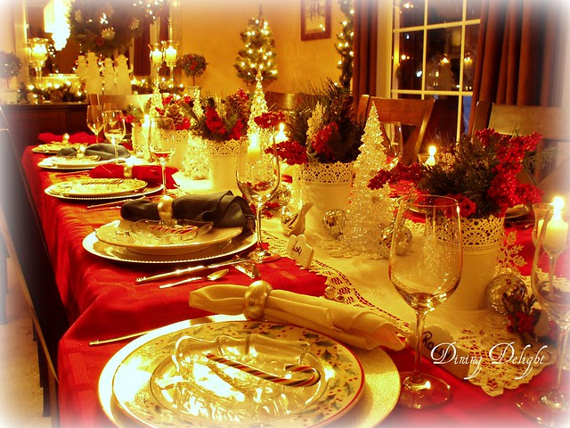 Dining delight christmas table in traditional colours - Interesting tables capes for christmas providing cozy gathering space ...