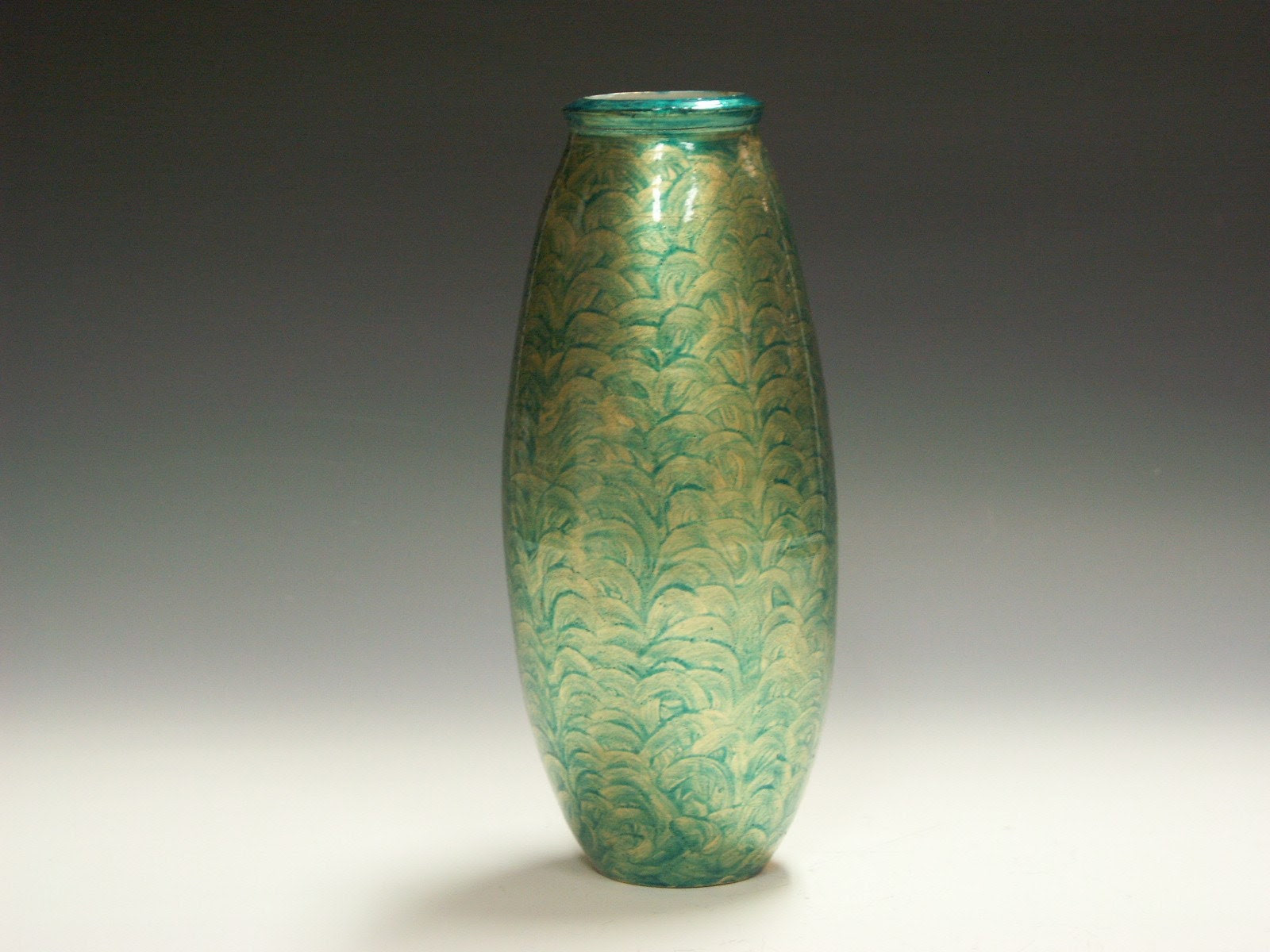 Porcelain guilded decorative vase