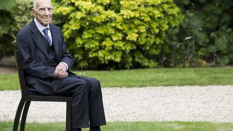 """El pensador, escritor, diplomático y resistente francoalemán Stéphane Hessel, autor del popular manifiesto """"Indignaos""""."""