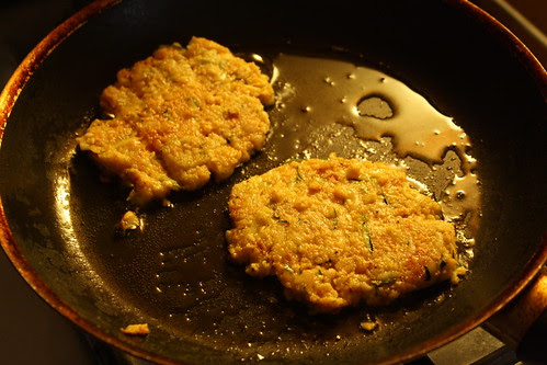 cooking zucchini cakes