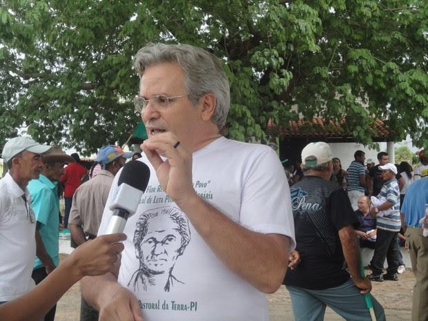 Coordenador da Pastoral da Terra ressalta a falta de diálogo com o Incra para resolver problemas dos agricultores (Foto: Catarina Costa / G1 PI)