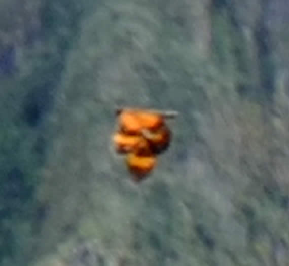 Estensione di strano oggetto arancione fotografato in Machu Picchu.