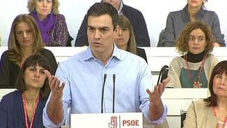 Pedro Sánchez estén la mà un cop més a les forces progressistes, durant el comitè federal del PSOE