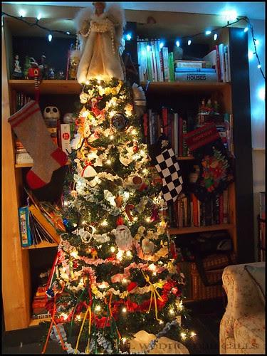 Ruffled Christmas Tree Garland