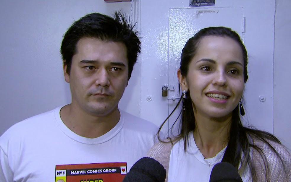 Os pais de Joaquim Okano Ambrósio Marques comemoram o início do tratamento em Ribeirão Preto (Foto: Carlos Trinca/EPTV)