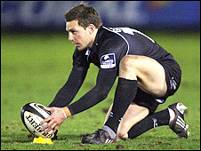Jimmy Gopperth lines up a place kick at Kingston Park