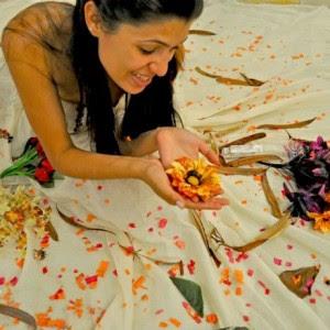 293064 a atriz patricia mendes no esquete a flor do alar me grupo teatral da ue 300x300 Festival de Teatro Universitário 2011