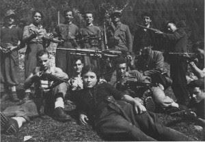 Rosi Romelli e i partigiani della 54a Brigata Garibaldi (il padre Bigio Romelli impugna la mitragliatrice) - Estate 1944 Val Saviore - Anpi Brescia
