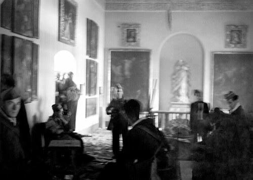 Milicianos en el Museo de Santa Cruz de Toledo. Foto Vincent  Doherty