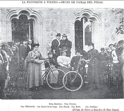 Miembros de la Unión Velocipédica Española en el Hotel Castilla de Toledo  en diciembre de 1895