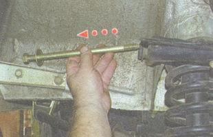 статья про Снятие и установка верхнего рычага передней подвески на автомобиле ВАЗ 2106
