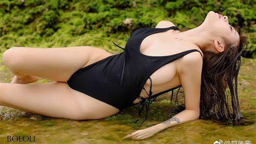 中國大陸實況主「夏美醬」外型甜美,「超兇」F罩杯爆乳搭修長美腿。(圖/翻攝自夏美醬微博) ID-944876