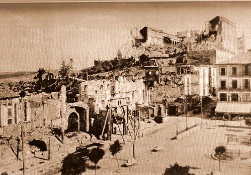 Zocodover apuntalado para su restauración
