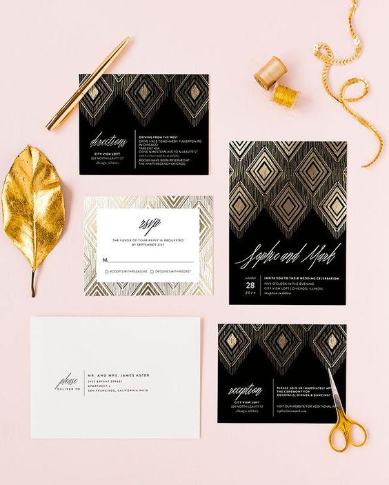 vergoldet ikat-schwarz Hochzeit, Einladungen und weiße Umschläge für eine 20er Jahre inspirierte Hochzeit