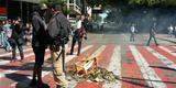 Manifestantes atearam fogo em amontoados de lixo e em pedaços de madeira