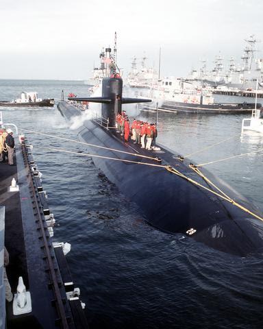 http://upload.wikimedia.org/wikipedia/commons/8/8d/USS_Memphis_%28SSN-691%29.jpg