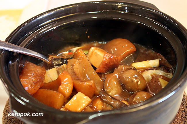 Claypot Sea Cucumber with Chestnut