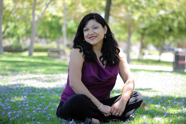 Book Review Reyna Grandes The Distance Between Us Latimes