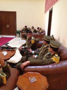 תמונת היום: משמר כבוד פלסטיני בבית לחם מחכה להגעתו של ראש ממשלת בריטניה, קמרון (צילום: אלחנן מילר)