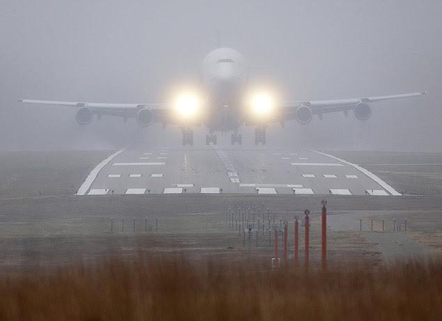 O avião cargueiro decola um dia após pousar em aeroporto errado nos Estados Unidos