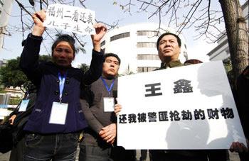 Fuzhou_petitioner_property2011_350.jpg