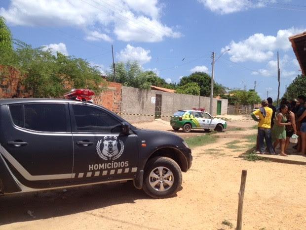 Delegacia de homicídios investiga a morte de jovem no Parque Brasil, Zona Norte de Teresina (Foto: Gil Oliveira/ G1)